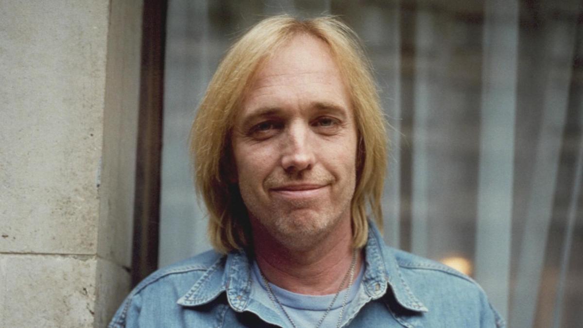 Tom Petty – Love Is A Long Road   … Full Moon FeverWeek